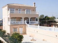 Spacious villa with private pool, large plot with off road parking & panoramic views (26)
