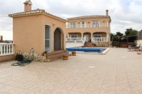 Spacious villa with private pool, large plot with off road parking & panoramic views (27)