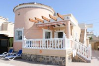 Sunny, well-presented, spacious villa with private pool & ample off-road parking (24)