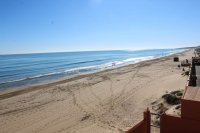 Perfect, modern holiday apartment with parking, overlooking blue flag beach (1)