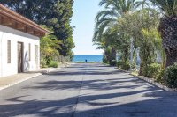 Stunning apartment, 150 metres from beach, easy walking distance to amenities (10)