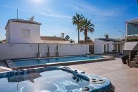 Completely reformed, stylish, luxury villa with separate accommodation (27)