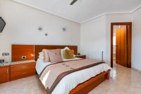 Completely reformed, stylish, luxury villa with separate accommodation (9)