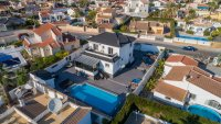 Completely reformed, stylish, luxury villa with separate accommodation (34)