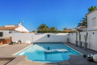 Completely reformed, stylish, luxury villa with separate accommodation (1)