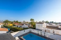 Completely reformed, stylish, luxury villa with separate accommodation (26)