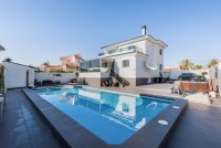 Completely reformed, stylish, luxury villa with separate accommodation (28)