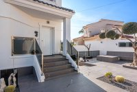 Completely reformed, stylish, luxury villa with separate accommodation (32)