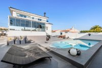 Completely reformed, stylish, luxury villa with separate accommodation (33)