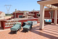 Impressive villa on a corner plot with hot tub and large garden (21)