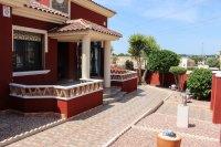 Impressive villa on a corner plot with hot tub and large garden (19)