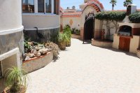 Well-presented villa with private pool & separate 2 bed accommodation (22)