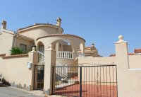Villa with private pool & off-road parking, easy walking distance to amenities (20)