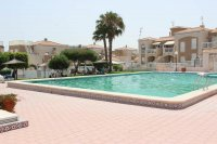 Fantastic apartment, community pool, parking & walking distance to the beach (1)