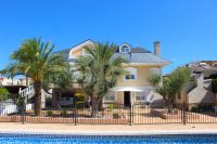 Impressive villa with private pool, just two minutes' walk to Quesada high street (31)