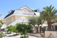 Impressive villa with private pool, just two minutes' walk to Quesada high street (0)