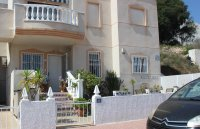 Immaculate ground floor apartment with community pool (0)
