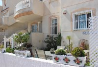 Immaculate ground floor apartment with community pool (16)