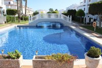 Apartment with pretty community pool, walking distance to facilities (1)