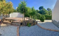 Modernised Villa with Beautiful Gardens close to services in a quiet residential street  (9)