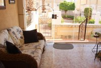 Immaculate semi-detached villa with communal pool in good location (2)