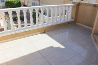 Immaculate semi-detached villa with communal pool in good location (15)