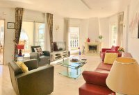 Beautifully presented spacious Villa with basement and private pool. (2)