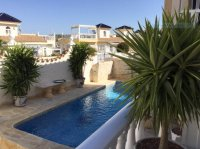 Very well-presented villa with private pool and off-road parking (1)