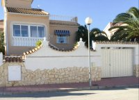 Very well-presented villa with private pool and off-road parking (34)