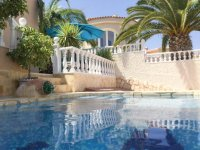 Very well-presented villa with private pool and off-road parking (31)