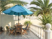 Very well-presented villa with private pool and off-road parking (2)