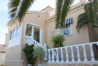 Very well-presented villa with private pool and off-road parking (28)