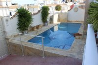 Very well-presented villa with private pool and off-road parking (32)