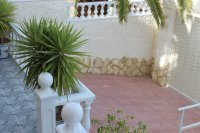 Very well-presented villa with private pool and off-road parking (33)