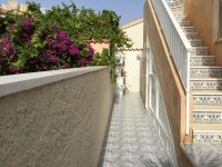 Very well-presented villa with private pool and off-road parking (27)