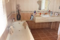 Immaculately presented villa with private pool and off-road parking (12)