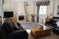 Immaculately presented villa with private pool and off-road parking (3)