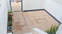 Ideally located townhouse with communal pool on gated community (11)