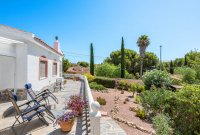 Stunning 3 bed, 2 bath villa, with private pool, landscaped gardens and garage. (17)