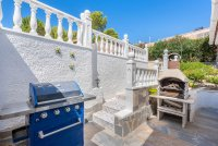 Stunning 3 bed, 2 bath villa, with private pool, landscaped gardens and garage. (18)