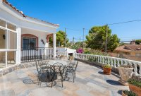 Stunning 3 bed, 2 bath villa, with private pool, landscaped gardens and garage. (24)