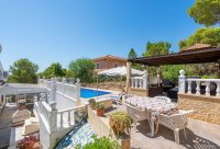 Stunning 3 bed, 2 bath villa, with private pool, landscaped gardens and garage. (25)