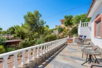 Stunning 3 bed, 2 bath villa, with private pool, landscaped gardens and garage. (26)