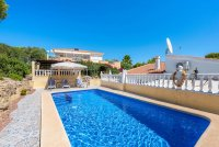 Stunning 3 bed, 2 bath villa, with private pool, landscaped gardens and garage. (27)