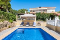 Stunning 3 bed, 2 bath villa, with private pool, landscaped gardens and garage. (23)