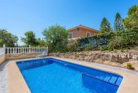 Stunning 3 bed, 2 bath villa, with private pool, landscaped gardens and garage. (30)