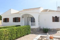 Bright, spacious 3 bed, 2 bath detached villa with private pool and off road parking (0)