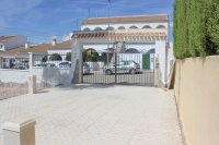 Bright, spacious 3 bed, 2 bath detached villa with private pool and off road parking (18)