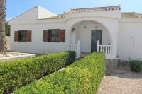 Bright, spacious 3 bed, 2 bath detached villa with private pool and off road parking (16)