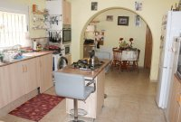 Country villa on one level with fabulous views on large country plot (4)